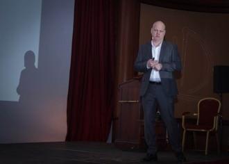 ZTM Hans-Joachim Lotz ging auf die Farbkommunikation ein und stellte sein Vorgehen mit dem eLab-Protokoll vor.