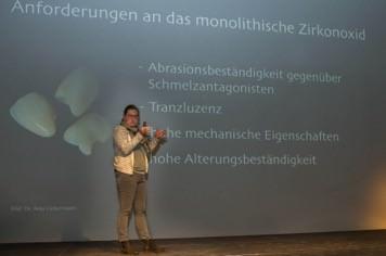 "PD Dr. Bogna Stawarczyk widmete sich dem komplexen Thema ""Zirkonoxid"""